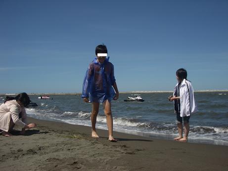 カッパで海水浴 1-22.jpg