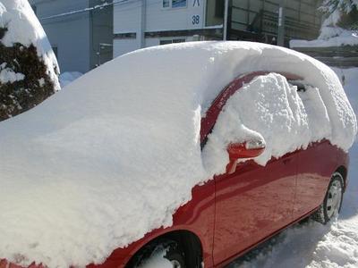 雪に埋もれた車.JPG