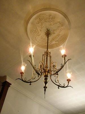 9 ヨーロピアンな天井とランプ.jpg