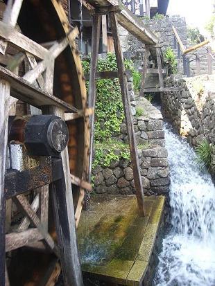 馬籠茶屋の水車 1-8.jpg