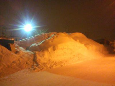 14 公園の雪山.jpg